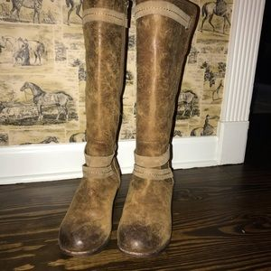 UGG zipper leather / lined boots